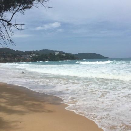 เล่นได้แค่ริมหาด ห้ามลงเล่นน้ำ