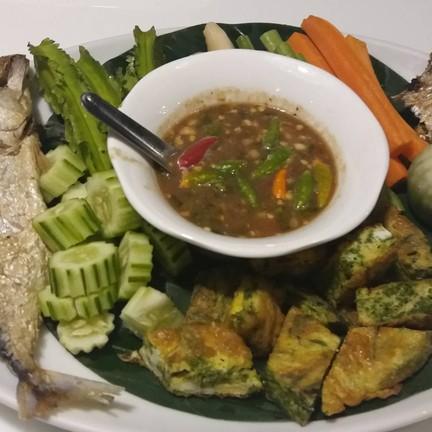น้ำพริกกะปิ + ไข่ชะอม ปลาทูทอด 150 ฿