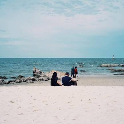 นั่งชมทะเล