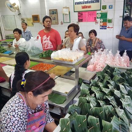 ขนมหวานตลาดพลู ปากซอยเทอดไท 25 เจ้าเก่า ร้านใน