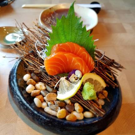 salmom sashimi