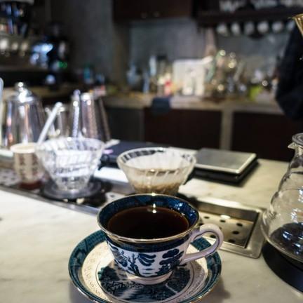 ร้านนี้เค้าชอบแก้วบอบบางไปทางชาที่ไม่ชอบเลย แต่ก็ทานได้ไม่กวนรสกาแฟเท่าใด