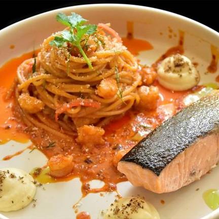 เมนูฟิวชั่นสปาเก็ตตี้กับต้มยำกุ้ง จัดจ้านแบบไทย เนื้อปลาแซลมอนเนื้อนุ่มชุ่มน้ำ