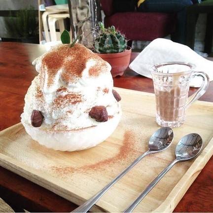 InWhite café
