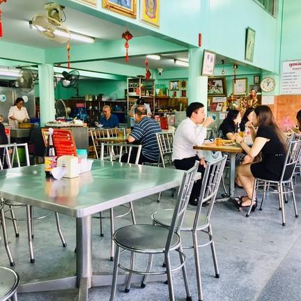ห้องอาหารพูนเลิศ เหลาะงาทิ้น(เจ้าเก่า) ห้าแยกพลับพลาไชย