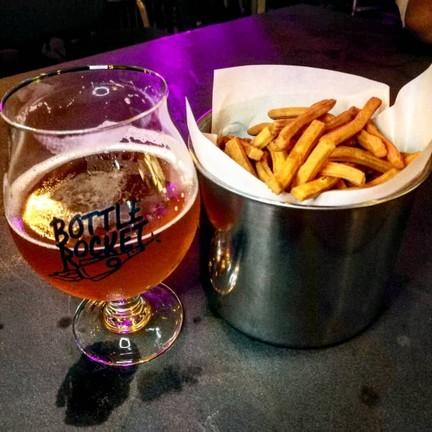 Bottle Rocket Craft Beer Bar สนามเป้า
