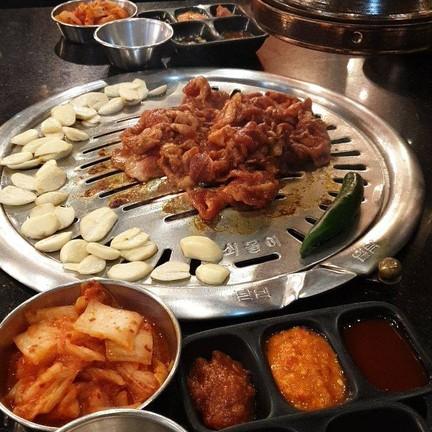 Nice Two Meat U Thailand Mega Bangna
