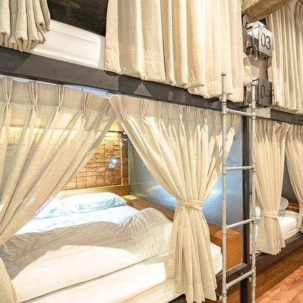 ภาพ : FB Siam Plug In Hostel