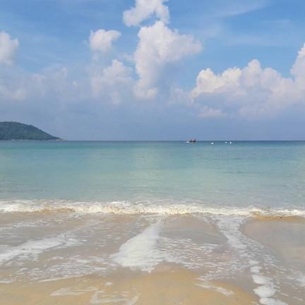 ชายหาดสวยค่ะ น้่ำทะเลใส