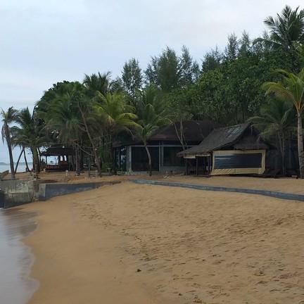 หาดทรายสีน้ำตาล