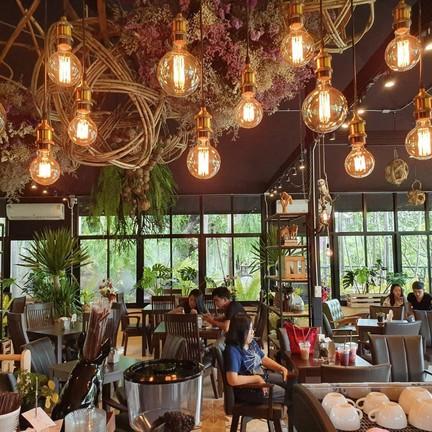 ขอขอบคุณรูปสวย ๆ จาก Facebook Page : Pagoda Hill Cafe' and Resort