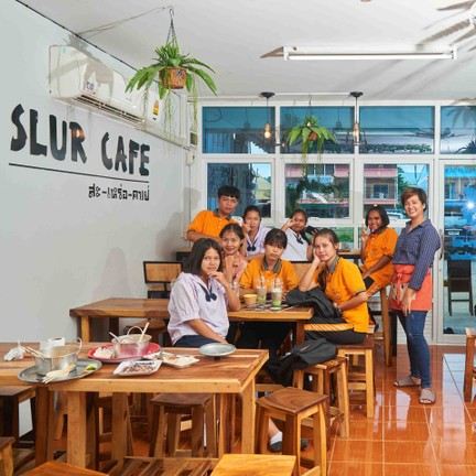 Slur Cafe' ชนแดน