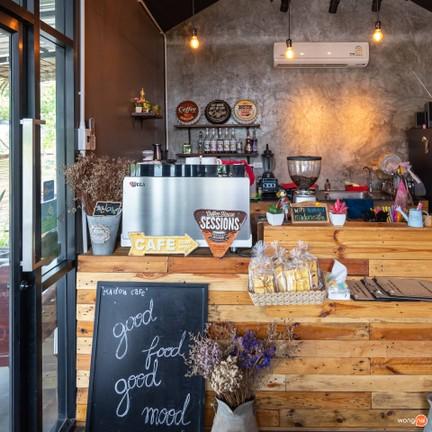 Madon Cafe'