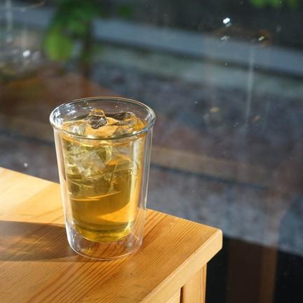 ชาเขียวหอม ๆ smoke กลิ่นสับปะรดและมะม่วงลงไป มีความหวานธรรมชาติจากหญ้าหวาน