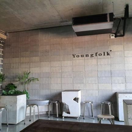 Youngfolk At Wonderwall  Hotel