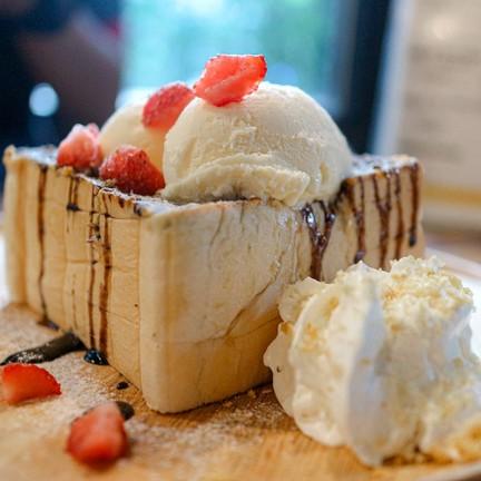 Chocolate Strawberry Toast