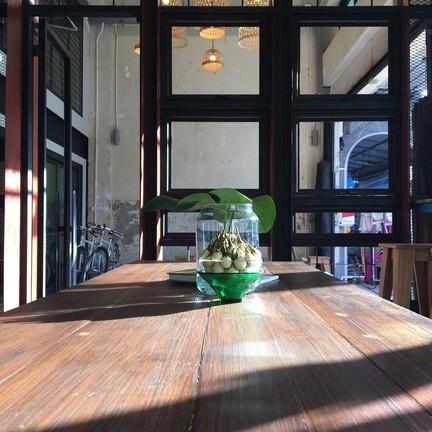 Momentary host-tell : Phuket Old Town