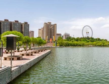 ทะเลสาบตงหู (Donghu Lake)