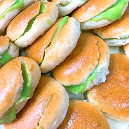 ขนมปังไส่ใส้สังขยาใบเตยกะทิสด