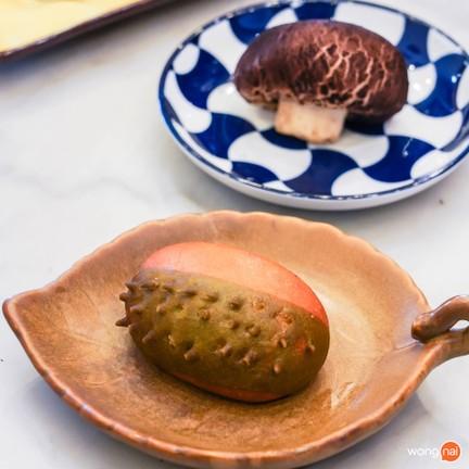 Durian Lava Bun (59 บาท) Shitake Mushroom Bun (59 บาท)