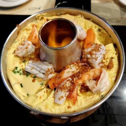 ไข่ตุ๋นทะเล เนื้อไข่นุ่ม เครื่องแน่นๆ สดๆ หอมกลิ่นไหม้นิดๆ อร่อย