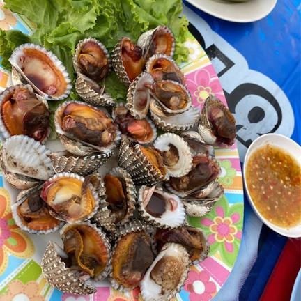 หอยแครงเผา ความสุกแบบพอดีมากกก หอยใหญ่เต็มปากเต็มคำ เข้ากันกับน้ำจิ้มซีฟู้ดรสเด็