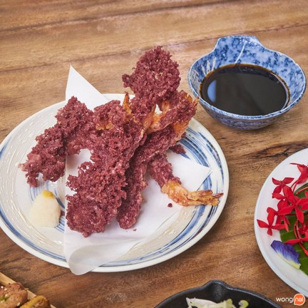 กุ้งเทมปุระกระเจี๊ยบ (Okura (roselle) shrimps tempura) 249 บาท