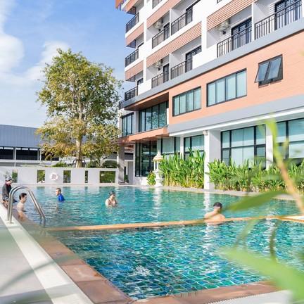 สระว่ายน้ำโรงแรม