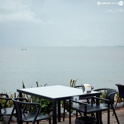 Cafe De Beach