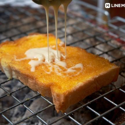 ขนมปังปิ้งเตาถ่านป้าไน้
