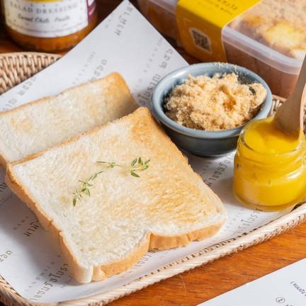 """มีเมนูเซตขนมปังปิ้ง """"Boran Toast set."""" (เซตเล็ก 69.- เซตใหญ่ 99.-)"""