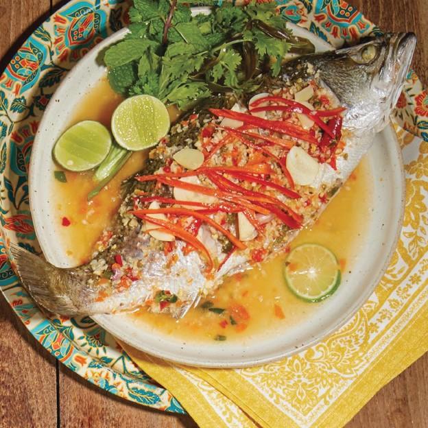 อิ่มคุ้มกับมื้ออาหารไทยเลือกได้ 3 จาน ทั้งแกงส้มกุ้ง ยอดฟักแม้วผัดแหนม