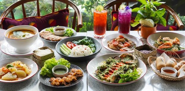 """""""เล ลาว"""" ร้านอาหารไทย-อีสาน รสชาติจัดจ้านโดยฝืมือครอบครัวคนหัวหิน"""