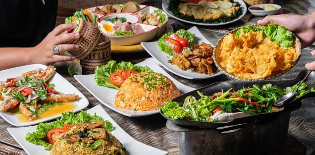 """""""บ้านร่มไม้บาหลี""""เชียงใหม่ สเน่ห์อาหารไทยโมเดิร์นอบอุ่นใต้ต้นไม้ร่มเงา"""