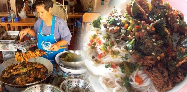 เปิดประสบการณ์รสชาติกับร้าน นุชทอดมันขนมจีน เมนูสุดล้ำประจำเมืองเพชรฯ