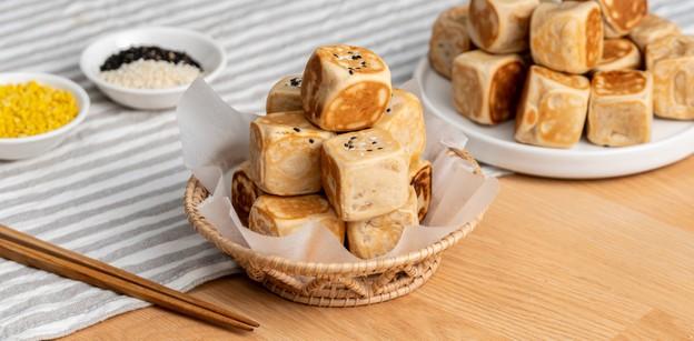 """วิธีทำ """"ขนมลูกเต๋า"""" เมนูขนมไทยทำง่าย ทำขายได้ไม่ยาก!"""