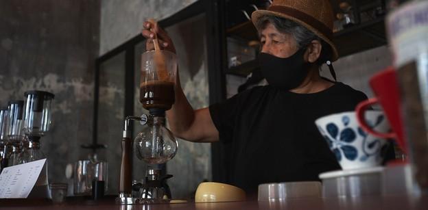 [รีวิว] มาเธอร์โรสเตอร์ ร้านกาแฟบาริสต้าสูงวัยกับฝันที่ไม่มีวันหมดอายุ