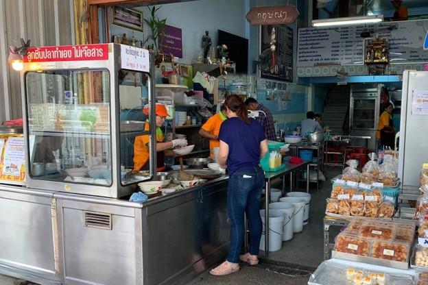 [รีวิว] ร้านก๋วยเตี๋ยวกฤษณา ลูกชิ้นปลาไร้แป้งทำเอง! ของดีสวนรื่น