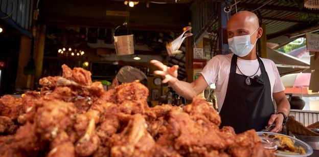 """[รีวิว] """"ไก่ทอดใบไม้"""" หอมสมุนไพรยืนหนึ่งในคลอง 6"""