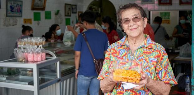 [รีวิว] ขนมหวานตลาดพลู ตำนานร้านขนมหวานคิวยาวตลอดปี เริ่มต้น 1 บาท!