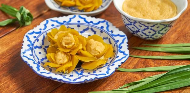 """วิธีทำ """"ดอกสังขยาฟักทอง"""" เมนูขนมไทย สังขยาเนื้อเนียนในดอกฟักทองสวยงาม"""