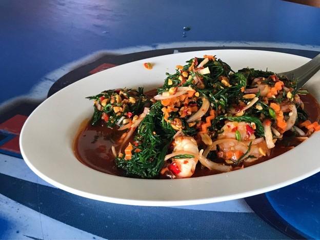 ครัวบางตะบูน (ลุงญา) อาหารทะเลสด ๆ สุดฟินริมน้ำที่จังหวัดเพชรบุรี