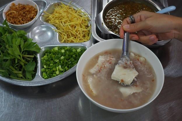 ฮ้องข้าวต้มปลา ร้านดังภูเก็ต เสิร์ฟอาหารคุณภาพล้นจานมานานกว่า 26 ปี!