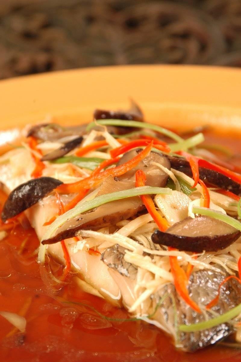 ปลาม้านึ่งซีอิ๊ว...เนื้อปลาเป็นชิ้นใหญ่ๆ หอมกลิ่นซีิอิ๊ว+ขิง+น้ำมันงานิดหน่อย