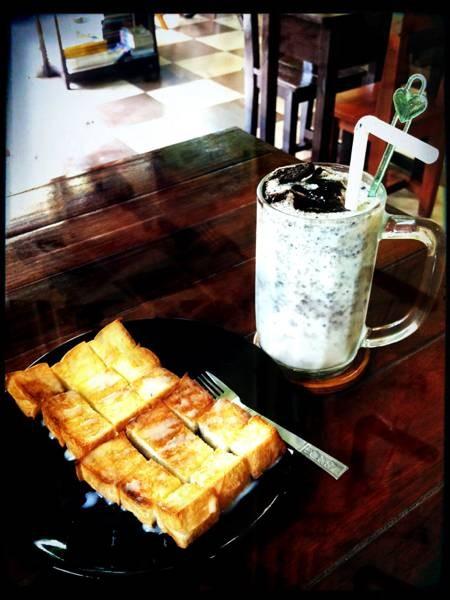 กาแฟรสชาติดี ขนมปังกรอบนุ่ม อร่อยมากๆ