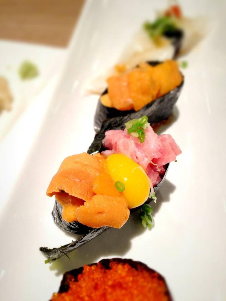 Gunkan Nigiri 460฿ ควรทานทั้งหมดในคำเดียว จะได้รสชาติมาก