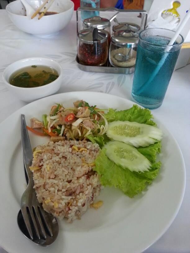 ข้าวผัดปลาเค็ม-ยำหมูยอ