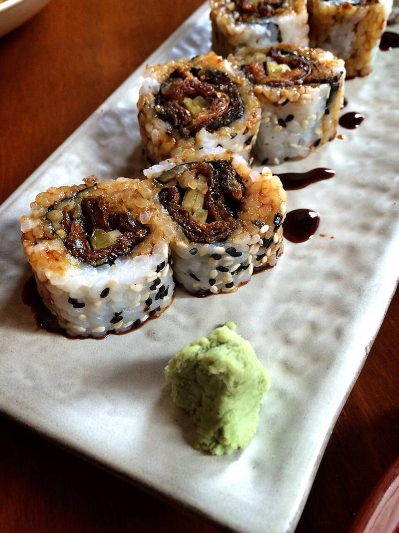 ฮาเซกาว่า มากิ ข้าวม้วนไส้หนังปลา เเซลมอน กินขำขำ
