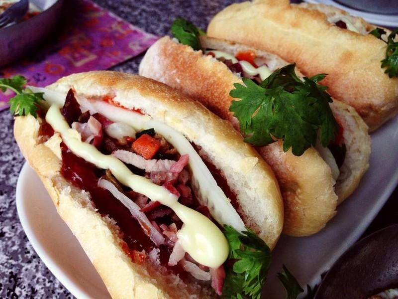 ขนมปังฝรั่งเศสจัดเเบบเวียดนาม