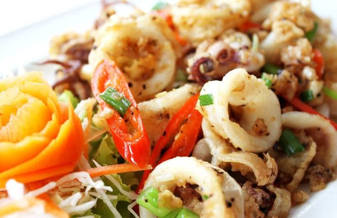 ปลาหมึผัดกระเทียมพริกไทย